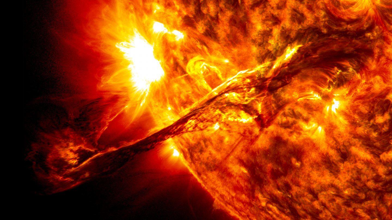 ما مدى سخونة الشمس ؟ كم تبلغ حرارة الشمس ؟
