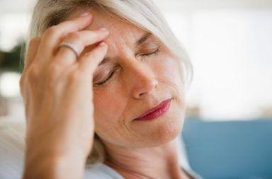 لماذا تصاب النساء بالصداع النصفي أكثر من الرجال؟ Home-Remedies-for-Headaches-and-Migraines-01-RM-1440x810-384x253