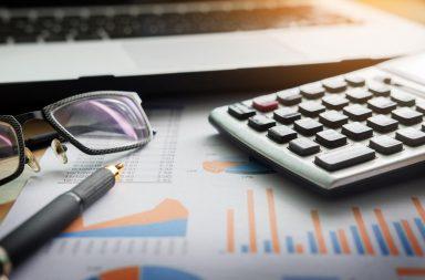فحص الحساب الجاري داخل ميزان المدفوعات حركة الصناعات وسوق رأس المال والخدمات الأخرى والمال الداخل إلى الدولة من الحكومات الأخرى