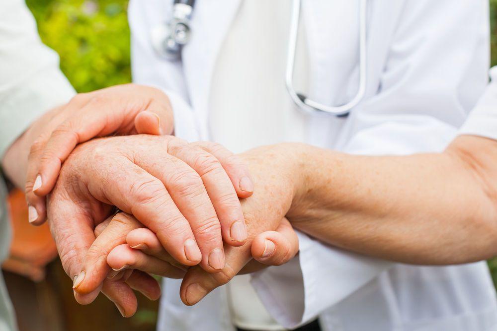 الرعاش مجهول السبب: الأسباب والأعراض والتشخيص والعلاج