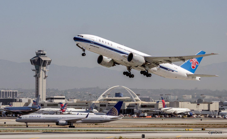 لماذا يصعب على الطائرات أن تقلع أو تهبط عند درجات الحرارة المرتفعة؟