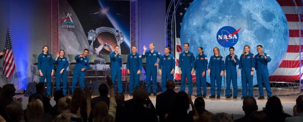 إليك المؤهلات التي تحتاج إليها لتنضم إلى دفعة ناسا القادمة من رواد الفضاء! - المهمة المطلوبة هي أن يسير الجيل القادم من رواد الفضاء على القمر