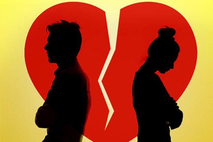 من ينظر إلى شريكه السابق نظرةً أكثر إيجابية، الرجل أم المرأة؟ - نظرة سلبية بعد نهاية العلاقة العاطفية - نهاية العلاقة العاطفية