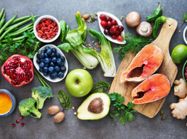 الحمية الملائمة لمرضى التصلب المتعدد - ما هي الأطعمة التي يجب على مرضى التصلب اللويحي تناولها؟ - ما هي الأغذية التي يجب تناولها من قبل المصابين بالتصلب