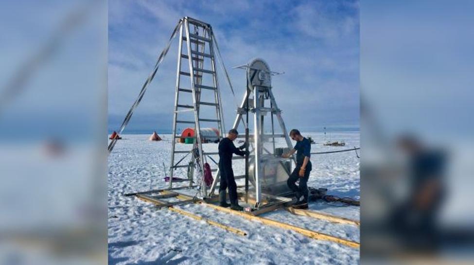 يقع النفق في جليد نهر ثوايتز بالقرب من الفاصل الأرضي حيث يترك الأساس القاري لينتشر في مياه بحر Amundsen