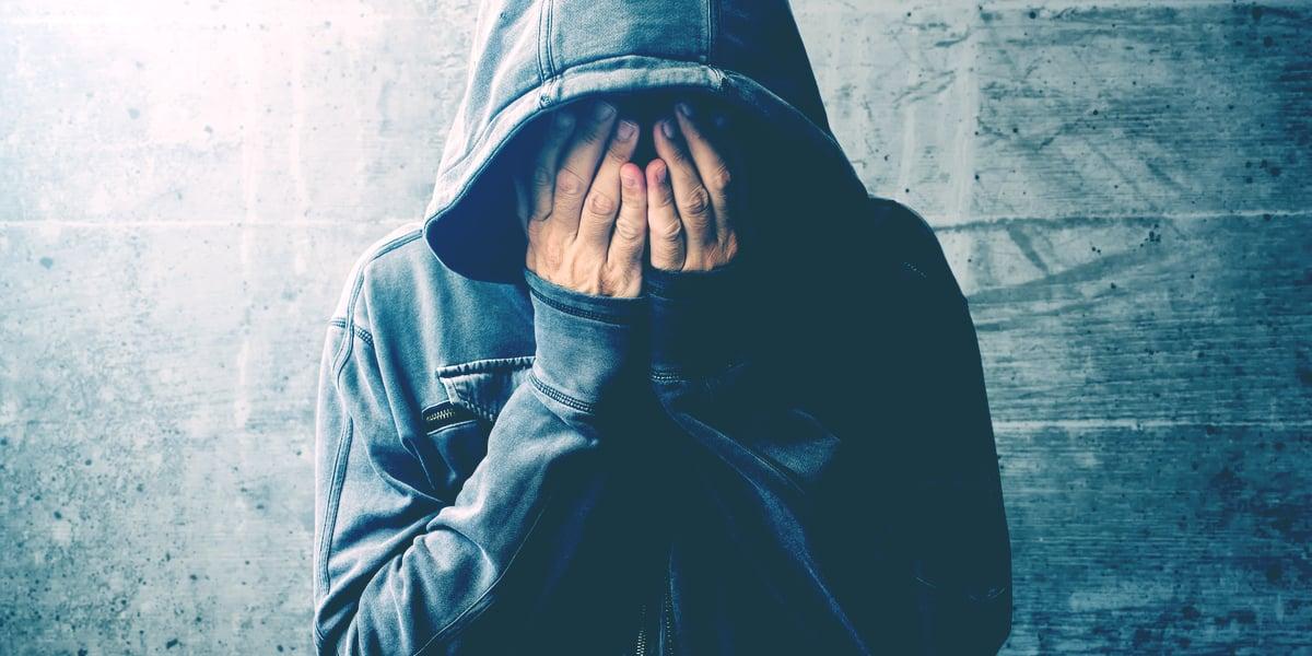 اضطراب الأعراض الجسدية: الأسباب والأعراض والتشخيص والعلاج أعراض عضوية وحسية، مثل الشعور بالألم وضيق التنفس أو الضعف العام