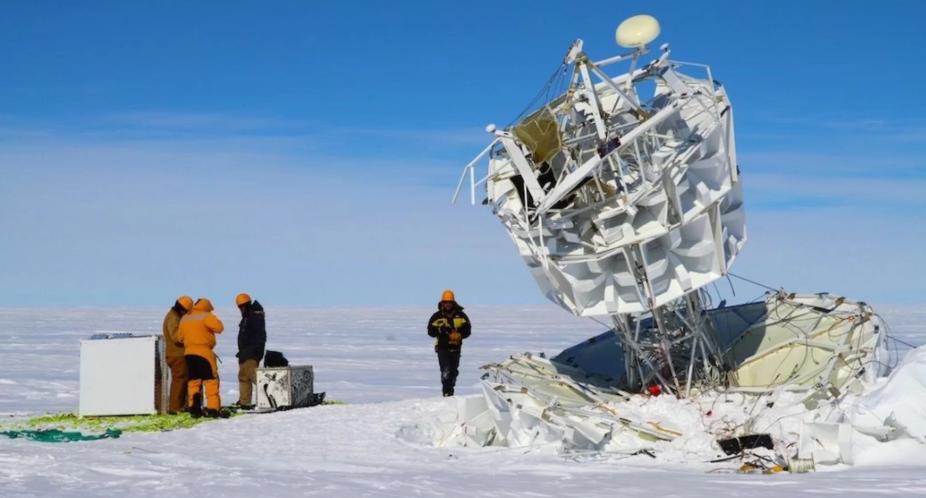 جسيمات غريبة منعكسة عن جليد القطب الجنوبي قد تغير الفيزياء كما نعرفها اليوم