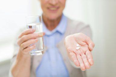 منبر البحوث المتخصصة والدراسات العلمية  يشاهده  23456 زائر SeniorWomanwithAspirin_dreamstime_m_60202137-384x253