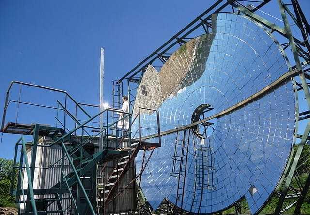 ألواح شمسية جديدة يمكنها توليد حرارة تصل إلى 1000 درجة مئوية من ضوء الشمس