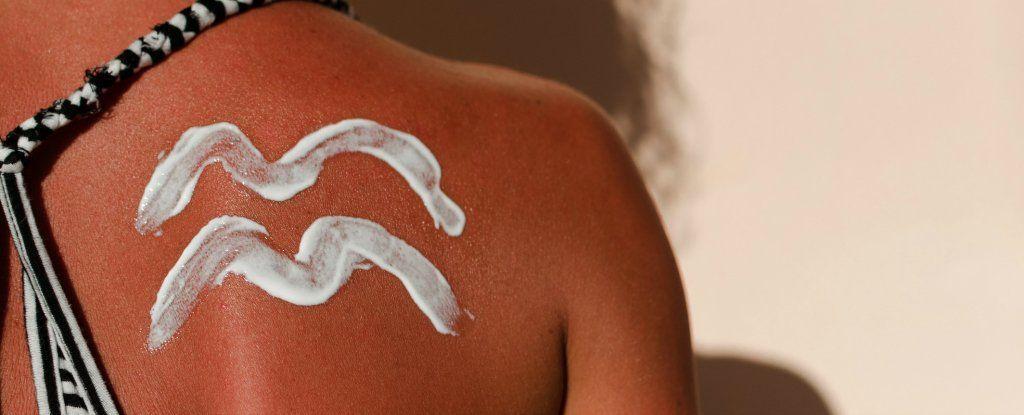 يحذر العلماء: معظمنا يرتكب خطأً حاسمًا عند وضع واقي الشمس