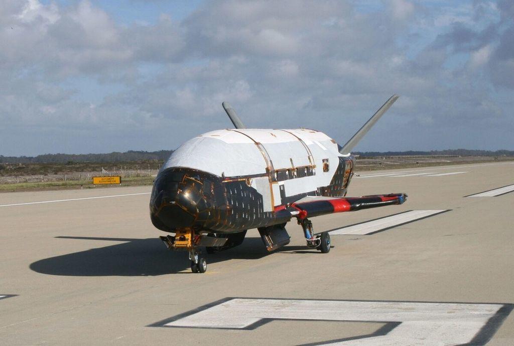 أخطر أنواع الأسلحة الفضائية الأسلحة التي يمكن استخدامها في الفضاء حرب في الفضاء الأقمار الصناعية المحملة بالسلاح الصواريخ والقذائف