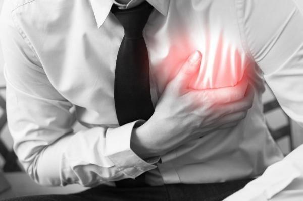 ما هي النوبة القلبية ؟ اعراضها ، اسبابها و علاجها