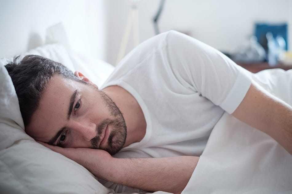 هل تركل وتصرخ أثناء النوم؟ ما هي عوامل الخطر لاضطرابات النوم العنيفة؟