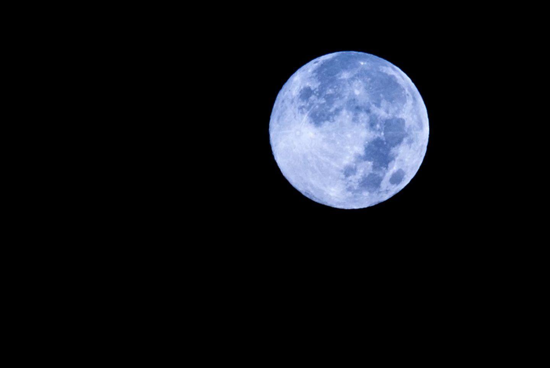 ما هو القمر الأزرق؟
