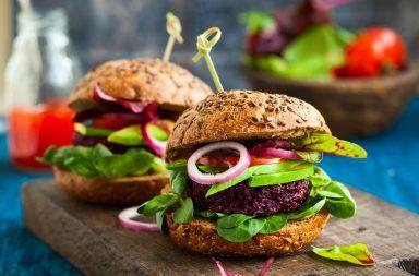 البرغر النباتي آخر الصيحات.. لكن هل هو صحي فعلًا هل من الجيد تناول البرغر الخالي من اللحوم أضرار تناول اللحوم الحمراء نظام الحياة النباتي