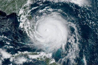 ما مدى القوة التي يمكن أن تصل لها الأعاصير المدارية الرياح الناشئة عن إعصار مداري قوي المحيطات المدارية العاصفة الاستوائية هارفي
