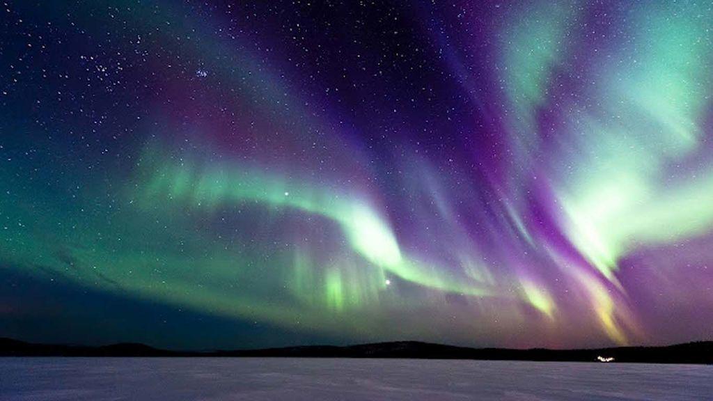 الشفق القطبي جسيمات مشحونة القطبين المغناطيسيين الغلاف الجوي