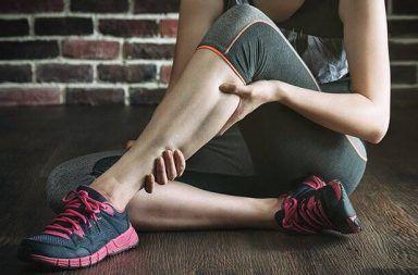 أسباب تشنج القدم علاج تشنج القدم الأعراض التشخيص العلاج الوقاية التمارين الرياضية العضلات نقص البوتاسيوم تلف الأعصاب الأحذية الضيقة
