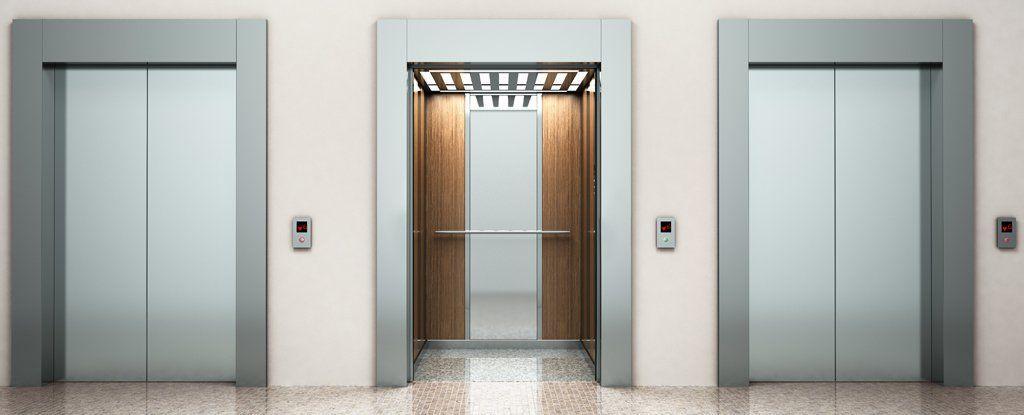 ماذا لو سقط المصعد وأنت بداخله؟هل يُمكن للقفزة أن تنقذك من شدة السقوط؟