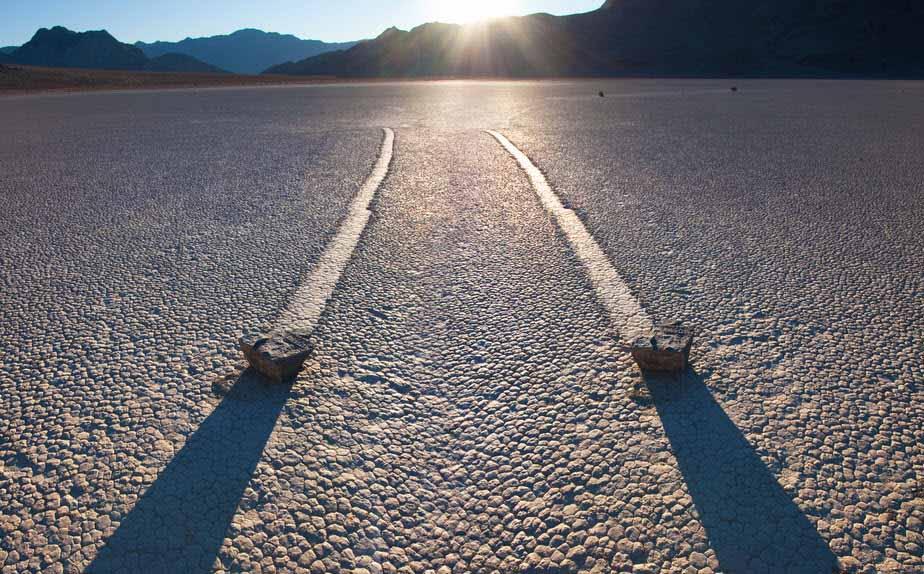أخيرًا، حل لغز الصخور المتزحلقة في وادي الموت
