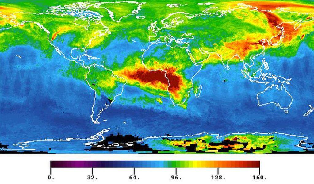 صورة للأرض بالأطوال الموجية تحت الحمراء، تُظهر درجات الحرارة النسبية حول العالم، تتضمن الصورة التلوث الناتج عن أحادي أوكسيد الكربون، المنفوث من الحرائق التي اشتعلت بالقرب من حديقة Yosemite الوطنية في كاليفورنيا في أغسطس 2013.