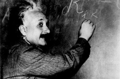 حياة الفيزيائي الشهير ألبرت أينشتاين - مقاطع من حياة عالم الففيزياء الألماني الشهير ألبرت أينشتاين ربما لم تقرأ عنها من قبل