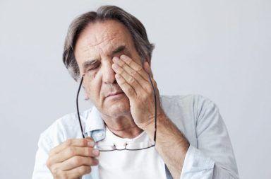 زرق انسداد الزاوية الأولي (الزرق الحاد) زرق انسداد الزاوية المزمن ارتفاع ضغط العين احمرار العينين الشعور بالدوار ضعف البصر ألم في العينين