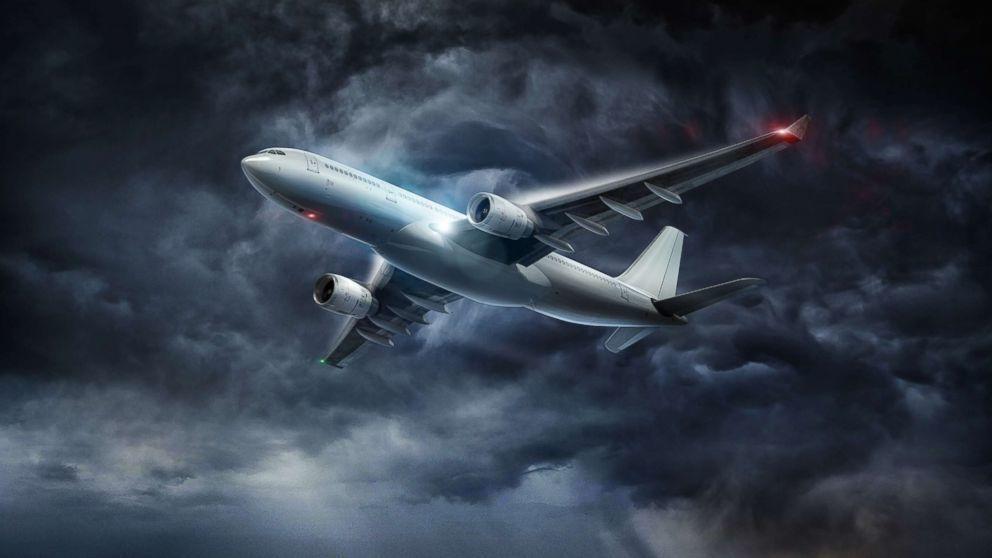 هل تتسبب المطبات الهوائية بسقوط الطائرات ؟