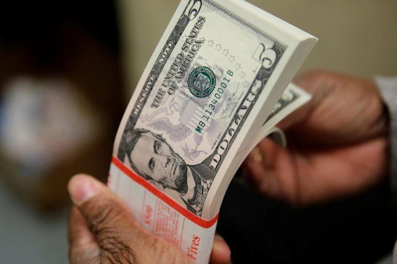 أثرى عائلات العالم تكدس النقود نظرًا لتصاعد المخاوف من الركود الاقتصادي سوق السندات تخصيص الأموال اتثمارات رأس المال أزمة اقتصداية
