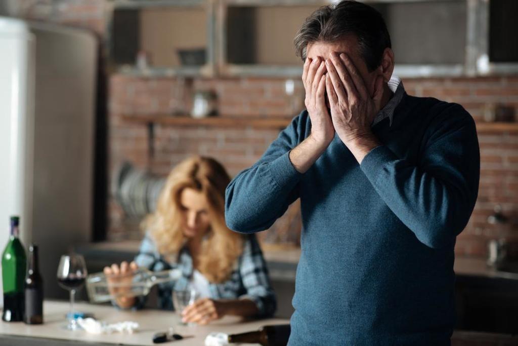الهذيان الارتعاشي الأسباب والأعراض والتشخيص والعلاج أسباب الهذيان الارتعاشي أعراض انسحاب الكحول التوقف عم شرب الكحول الحالة العقلية