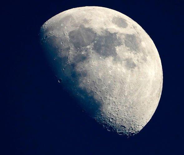 هل يمكن أن نستخدم القمر مصيدةً لرصد الحياة الفضائية؟