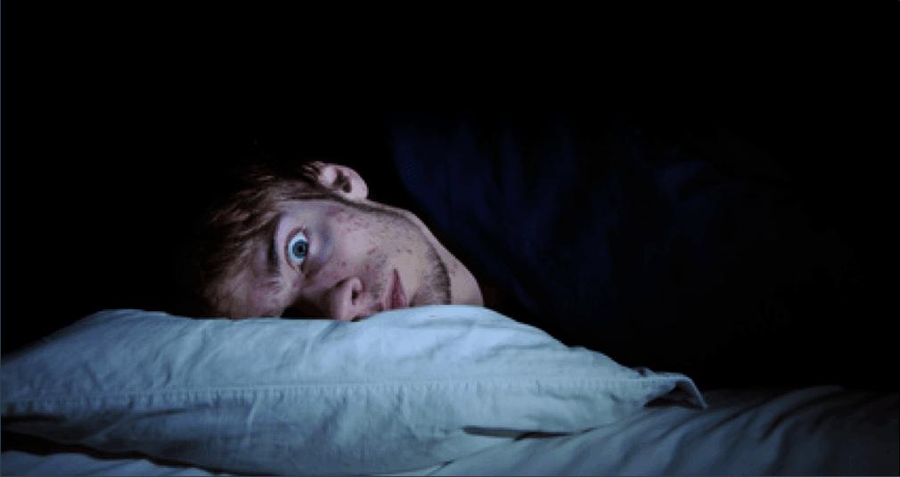 هل تفقد القدرة على النوم ليلًا؟ ربما تكون الوحدة هي السبب.