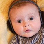 baby-listening-mozart