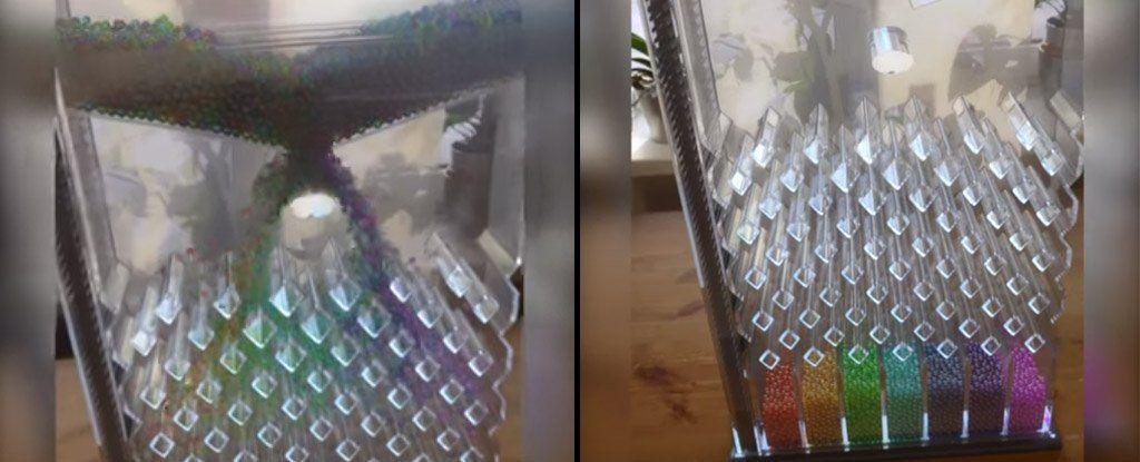 هذا الجهاز «الكمومي» لفرز الكرات الملونة حسب ألوان قوس قزح يحمل في الواقع سرًا خبيثًا