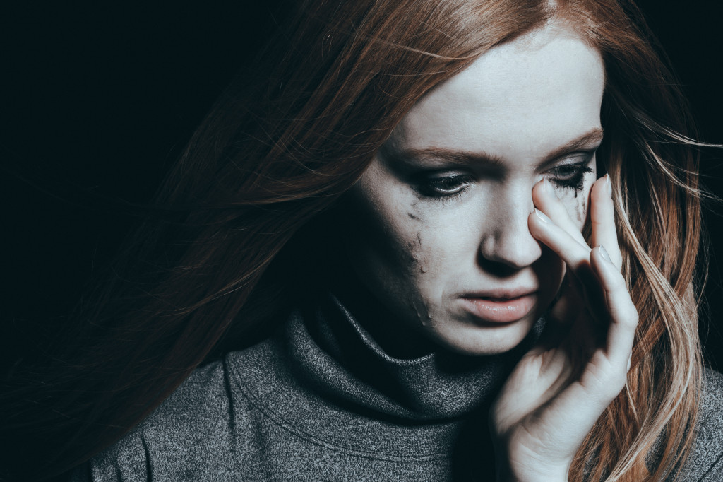 الإنسان ذو الشخصية الحساسة جدًا قد يعاني كثيرًا في حياته - ردّات فعل ذهنية وجسدية وشعورية حادة تجاه جميع المنبهات المختلفة المحيطة به