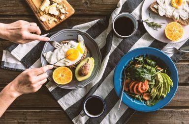 ما أهمية تناول وجبة الفطور في خسارة الوزن