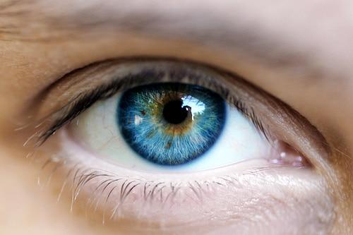 تقنية جديدة لجراحة الليزر لتحويل لون عينك البني الى أزرق
