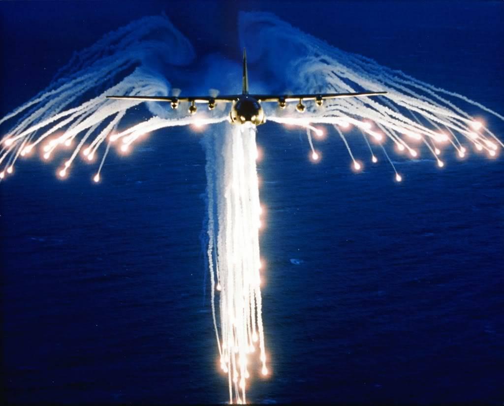 كيف تمنع الشعلات النارية الصواريخ من ضرب الطائرات الحربية؟