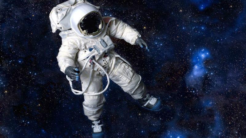 لماذا تعاني ناسا نقصًا في بدلات الفضاء؟