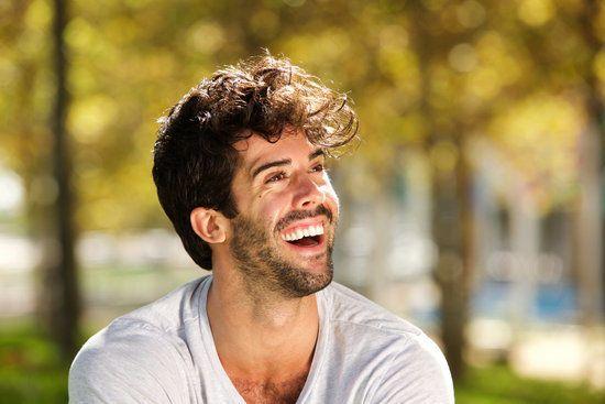 ماذا يقول العلم عن الضحك ما هو الضحك من وجهة نظر العلم لماذا نضحك لماذا يضحك الإنسان تفريغ الطاقة العصبية المكبوتة الفكاهة