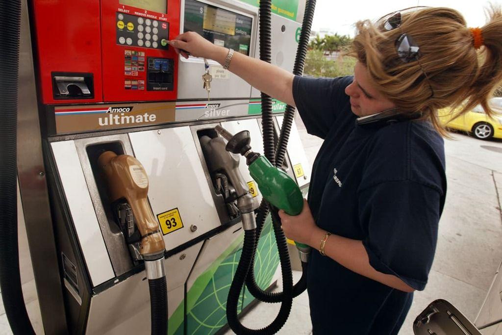 هل يمكن أن يتسبب استخدام الهاتف المحمول بحريق في محطات الوقود؟