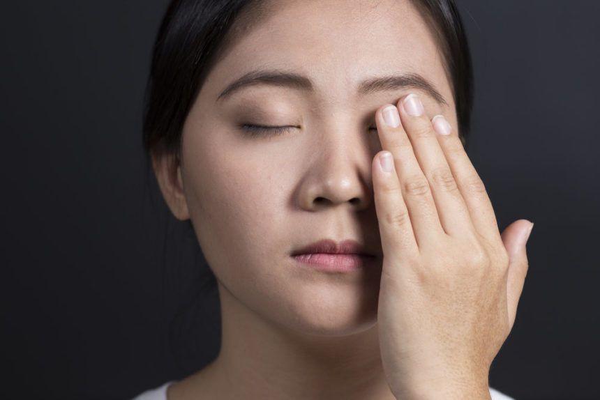 الصداع العنقودي: الأسباب والأعراض والتشخيص والعلاج ما أهي أعراض الإصابة بالصداع العنقودي كيف ومتى تحدث النوبة العنقودية علاج الصداع