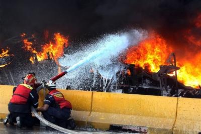 كيف نطفئ الحريق سريعًا، بالماء الحار أم البارد؟ - تخمد المياه الحارة الحرائق أسرع من المياه الباردة - الحرارة اللازم امتصاصها لتحول الماء الحار إلى بخار