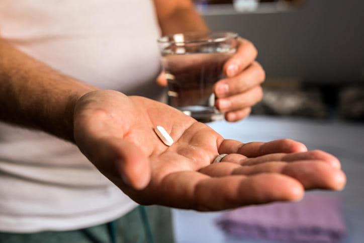 ما هو الكورتيزون كيف تعطى إبر الكورتيزون الكورتيكوستيرويد هرمون الكورتيزول الجهاز المناعي علاج الالتهابات التهاب المفاصل الأقراص