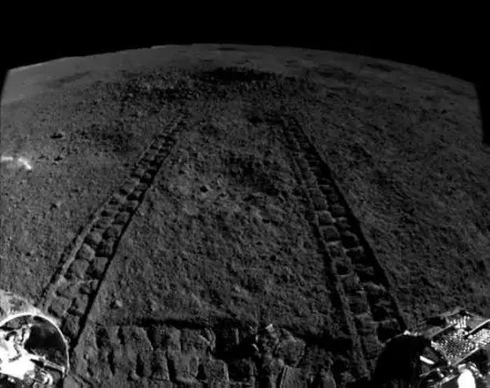المسبار الصيني يعثر على مادة هلامية على الجانب الآخر من القمر مادة غامضة اكتشفها مسبار على سطح القمر مسبار يوتو-2 التابع للصين
