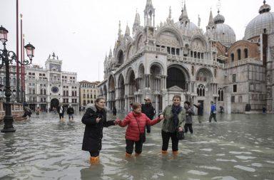 مدينة البندقية تخضع لأسوء فيضان منذ 50 عامًا.. وعمدة المدينة يلوم التغير المناخي - ما تأثير الاحتباس الحراري على المدن الساحلية