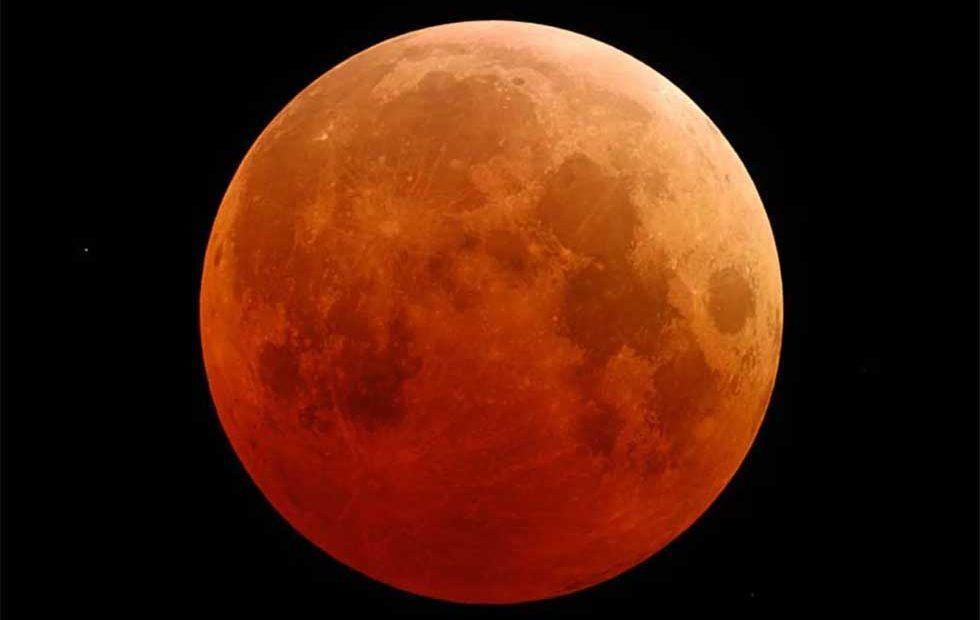 القمر الأزرق: أول خسوف كامل خلال 150 سنة قادم هذا الشهر، فكيف نشاهده؟