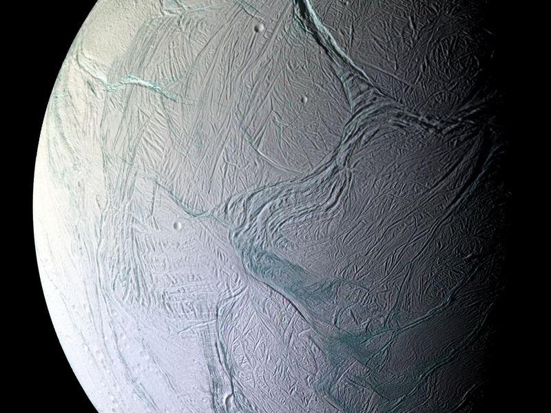 حل أحجية «خطوط النمر» الجليدية على «إنسيلادوس» قمر زحل