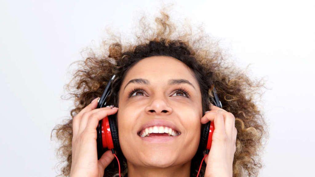 إليك ما يقوله نوع الموسيقى المُفضّل لديك عن شخصيتك