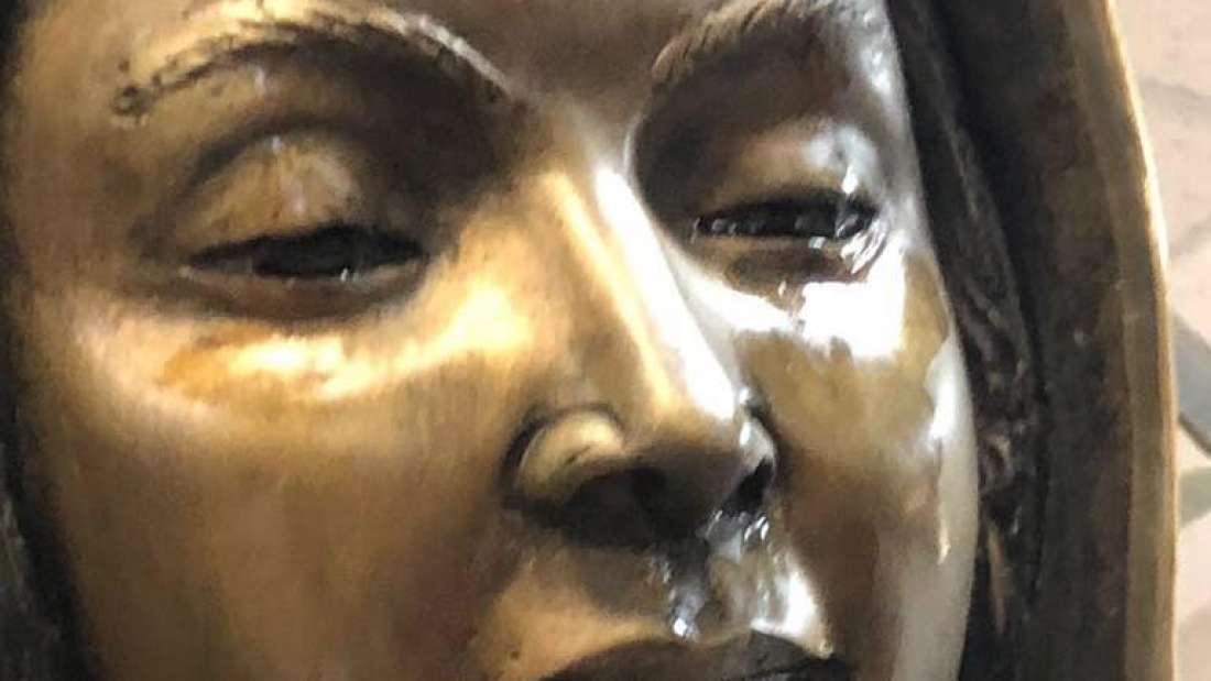تمثال العذراء يذرف دموعًا، لكن عند اختبارها كانت النتيجة محرجة جدًا